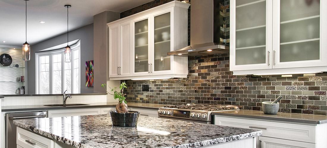 Modern Kitchen Backsplash in Halton Hills